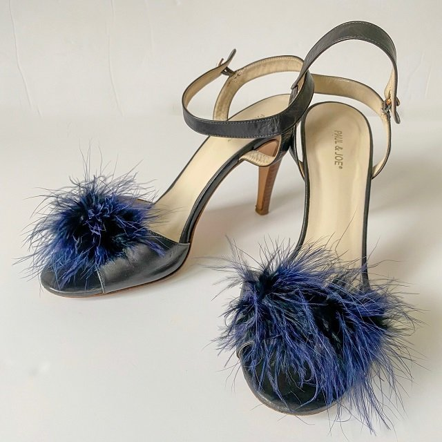 high heels black shoes with feathers